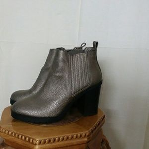 Sam & Libby's ankle boot as 8